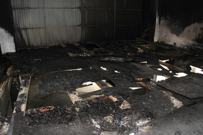 Vụ cháy phòng trà 6 người chết ở Nghệ An: Vì sao các nạn nhân không thoát được ra ngoài? - Ảnh 8.