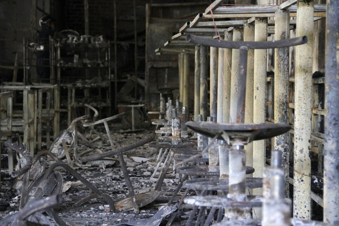 Vụ cháy phòng trà 6 người chết ở Nghệ An: Vì sao các nạn nhân không thoát được ra ngoài? - Ảnh 13.