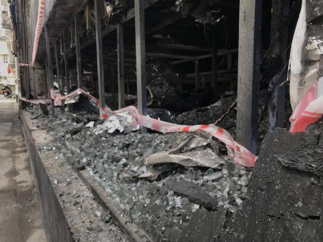 Vụ cháy phòng trà 6 người chết ở Nghệ An: Vì sao các nạn nhân không thoát được ra ngoài? - Ảnh 14.