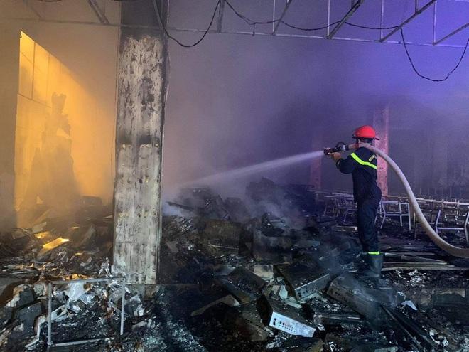 Vụ cháy phòng trà 6 người chết ở Nghệ An: Vì sao các nạn nhân không thoát được ra ngoài? - Ảnh 5.