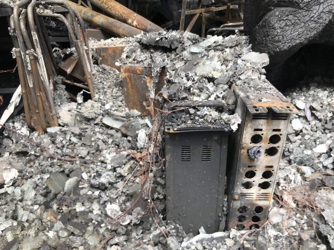 Vụ cháy phòng trà 6 người chết ở Nghệ An: Vì sao các nạn nhân không thoát được ra ngoài? - Ảnh 16.
