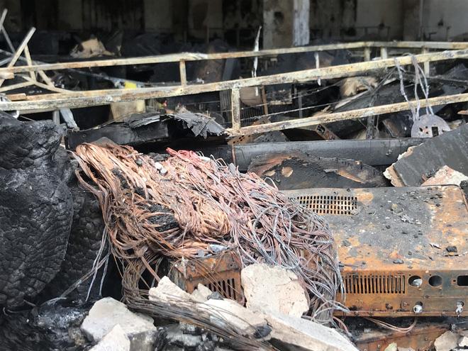 Vụ cháy phòng trà 6 người chết ở Nghệ An: Vì sao các nạn nhân không thoát được ra ngoài? - Ảnh 17.