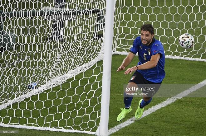 Italia hùng dũng khẳng định tham vọng vô địch; Gareth Bale hóa siêu nhân gồng gánh Xứ Wales - Ảnh 1.
