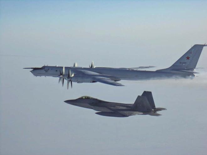 Ông Biden tặng Tổng thống Putin món quà đặc biệt của phi công Mỹ: Thông điệp quá hiểm hóc! - Ảnh 2.