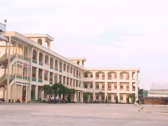 Lời khai của nam sinh lắp camera trong nhà vệ sinh, quay lén 2 cô giáo ở Nam Định - Ảnh 1.