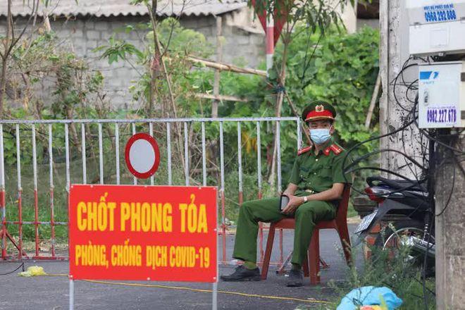 500 công nhân về từ Bắc Giang trốn cách ly; Một nhân viên LHQ mắc COVID-19 đưa đến Việt Nam điều trị khẩn cấp bằng máy bay riêng - Ảnh 1.