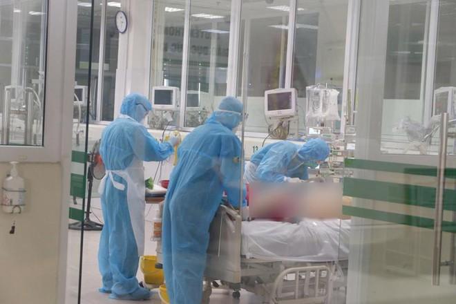 """Thêm 2 ca tử vong liên quan đến COVID-19; Sở Y tế Nghệ An đề nghị công an điều tra việc """"rò rỉ"""" kết quả xét nghiệm COVID-19 - Ảnh 1."""