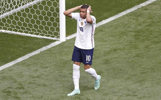 Pháp ôm hận ở trận đấu dễ nhất