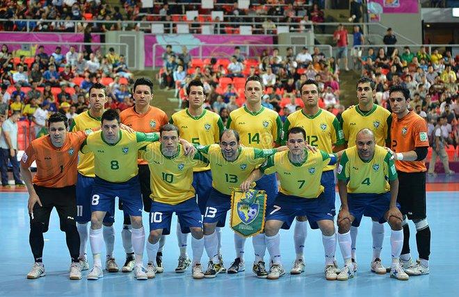 Ẩn sau trận thua gây sốc trước tuyển Việt Nam, Brazil có sức mạnh đáng sợ khôn cùng - Ảnh 1.