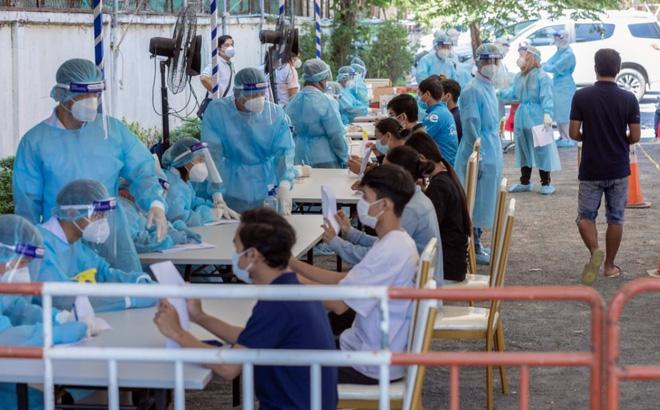 """Số ca mắc Covid-19 tại Campuchia vẫn tiếp tục tăng """"thẳng đứng"""""""