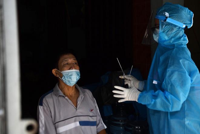 TP HCM thêm 5 ca COVID-19 chưa rõ nguồn lây; Cán bộ tử vong sau tiêm vaccine COVID-19 ở Bình Thuận không có triệu chứng bất thường - Ảnh 1.