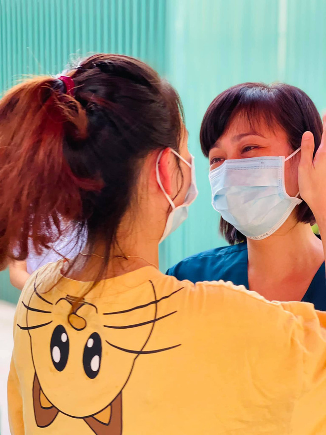 Từ tâm dịch Bắc Giang, 'nam bác sĩ cạo đầu' tâm sự: Ngày chia tay, nước mắt đã rơi