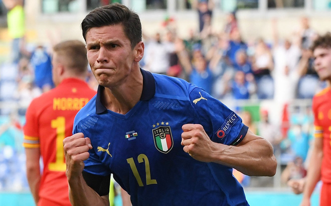 Italia khẳng định sức mạnh ứng cử viên vô địch, TNK