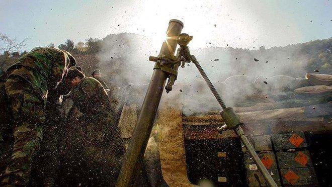 QĐ Ukraine đánh bồi đẫm máu, dân quân thân Nga tử thương hàng loạt: Donbass đột ngột nóng! - Ảnh 1.