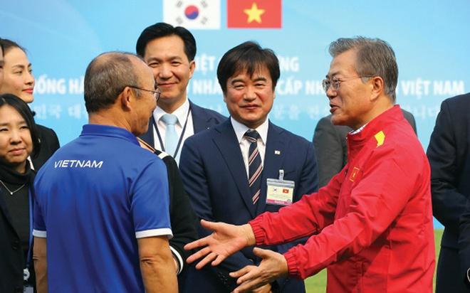 Mang trọng trách lớn hơn cả bóng đá, chẳng điều gì có thể khiến thầy Park rời Việt Nam - Ảnh 2.