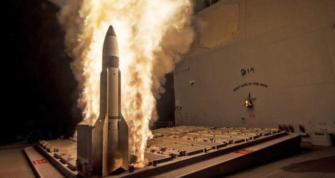 Tàu chiến Nga nã tên lửa diệt tàu sân bay, Mỹ báo động cao - QĐ Ukraine đánh bồi đẫm máu, dân quân thân Nga tử thương hàng loạt - Ảnh 1.