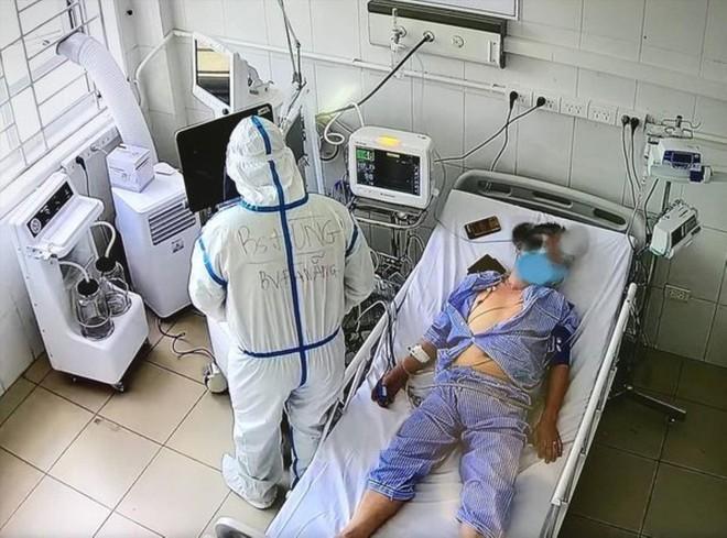 Sáng nay, TP. HCM phát hiện 51 ca mắc mới; Phóng viên mắc Covid-19 khi đưa tin đội tuyển Việt Nam ở UAE hiện vẫn ho và phải thở oxy - Ảnh 1.