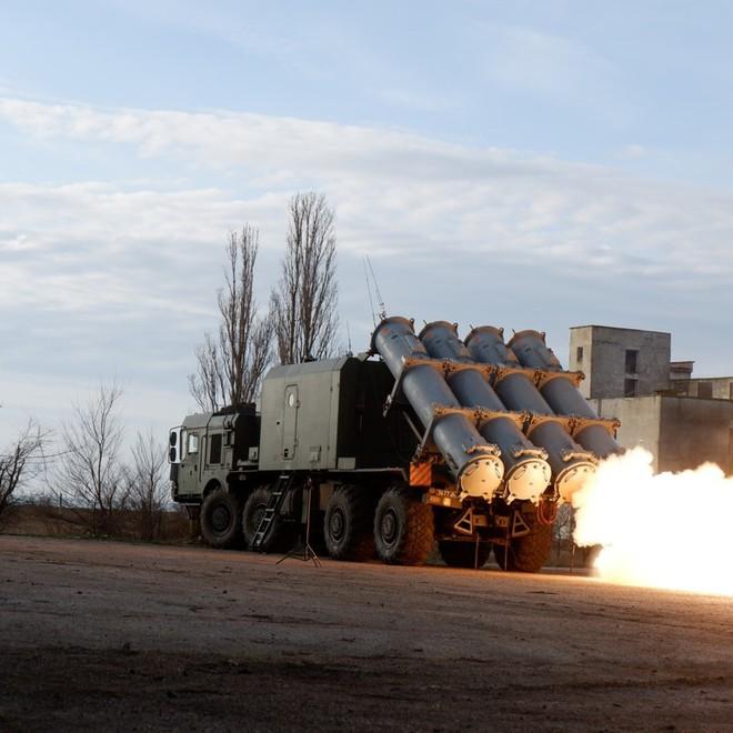 Tên lửa phòng thủ bờ biển Nga đồng loạt khai hỏa nghênh đón tàu chiến NATO - Mỹ giật sập một loạt website của Iran - Ảnh 1.