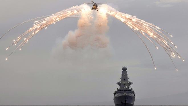 Đụng độ Nga-Anh trên Biển Đen: Su-30SM xuất kích, tàu chiến Anh vội vã thoát ly - Thế giới hỗn loạn, TT Putin khẳng định nghiêm trọng - Ảnh 1.