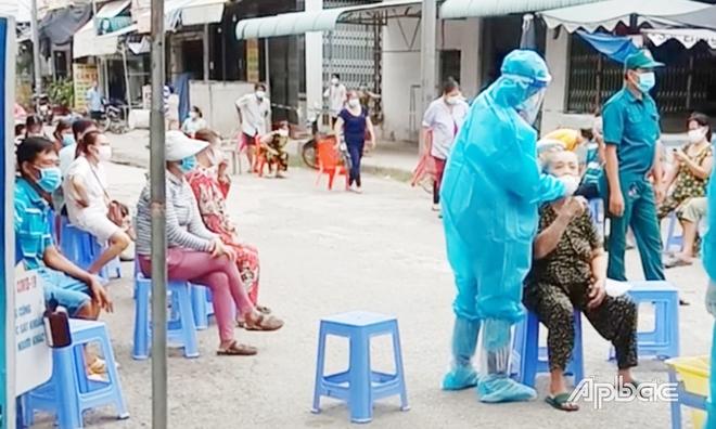 TP.HCM: Phát hiện 58 người nhiễm COVID-19 tại một khu chợ; Vì sao không thực hiện sàng lọc đối với BN 13960? - Ảnh 1.