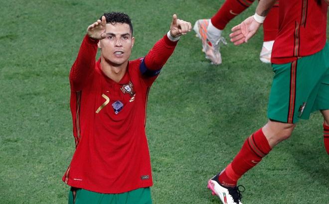 Ronaldo nhận được thông điệp đặc biệt sau cột mốc lịch sử