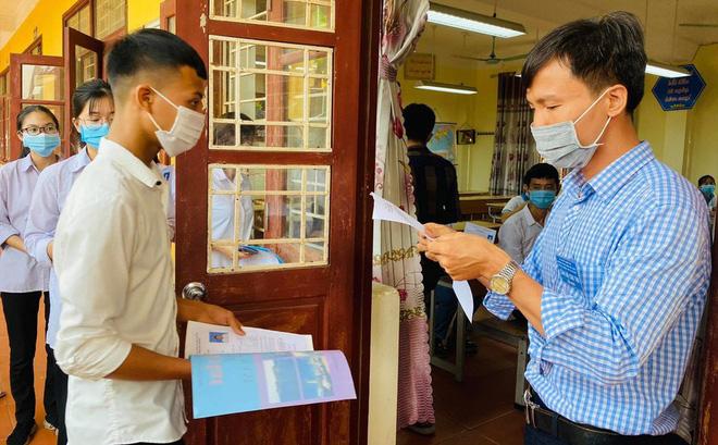 Thi tốt nghiệp THPT 2021: Học sinh Hà Nội không ra khỏi TP, tuyệt đối không để thí sinh liên quan COVID-19 tham dự thi