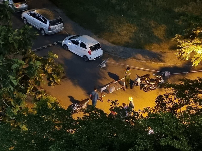 TP.HCM: Phong tỏa trong đêm 2 tòa nhà chung cư, xét nghiệm khẩn 1.000 cư dân - Ảnh 1.