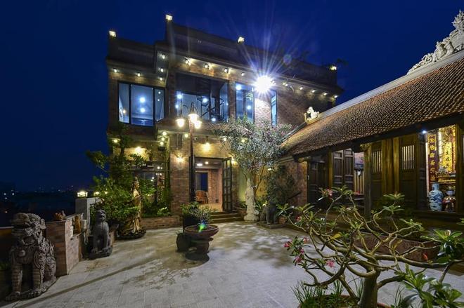 Nguyên một căn nhà cổ trăm tuổi trên tầng mái tạo nên ngôi nhà tân cổ giao duyên độc nhất vô nhị ở Việt Nam - Ảnh 8.