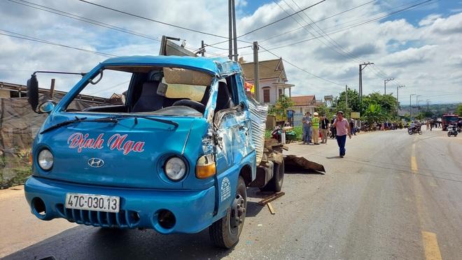 Xe tải gây tai nạn liên hoàn khiến 2 người thiệt mạng, 4 người bị thương - Ảnh 4.