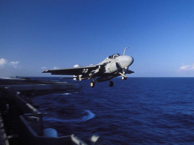 Nã 3.000 viên đạn/phút, tàu chiến Nhật Bản bắn văng máy bay Hải quân Mỹ: Tai nạn thót tim! - Ảnh 2.
