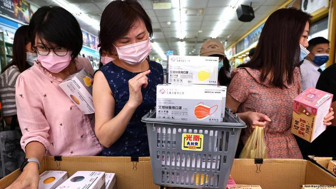Đài Loan: Tỉ lệ bệnh nhân tử vong vì Covid-19 tăng trên 2%, trung bình hơn 8 ngày sau khi bị nhiễm - Ảnh 5.