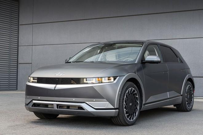 Hyundai tuyên bố vượt mặt Tesla và Ford về công nghệ sạc xe điện - không ngờ chính Hyundai mới là kẻ đi sau! - Ảnh 1.