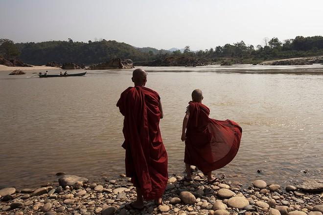 Nhà sư đang nằm ở bờ sông thì 4 phụ nữ đi đến, người thứ nhất nói 1 câu khiến ngài ngồi bật dậy - Ảnh 3.