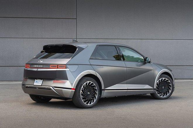 Hyundai tuyên bố vượt mặt Tesla và Ford về công nghệ sạc xe điện - không ngờ chính Hyundai mới là kẻ đi sau! - Ảnh 2.