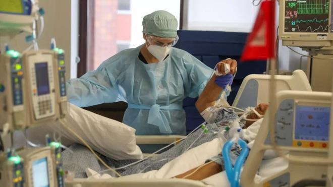 Nghiên cứu mới tiết lộ nhóm bệnh nhân dễ tử vong vì COVID-19 nhất - Ảnh 1.