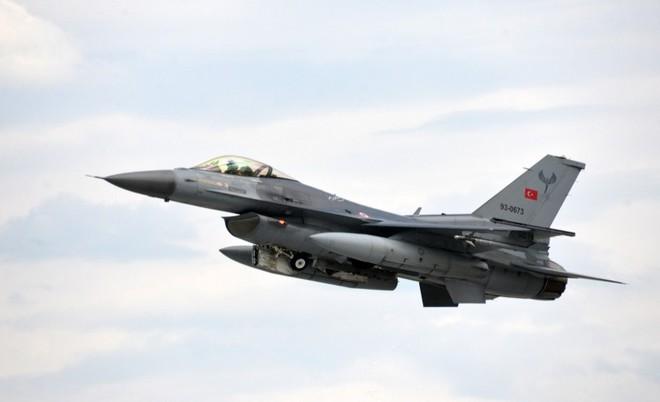 Thổ Nhĩ Kỳ nhận tối hậu thư: Rút ngay, nếu không F-16 bị bắn hạ - Điểm bất thường vụ tàu Iran bốc cháy 20 tiếng trước khi chìm nghỉm - Ảnh 1.