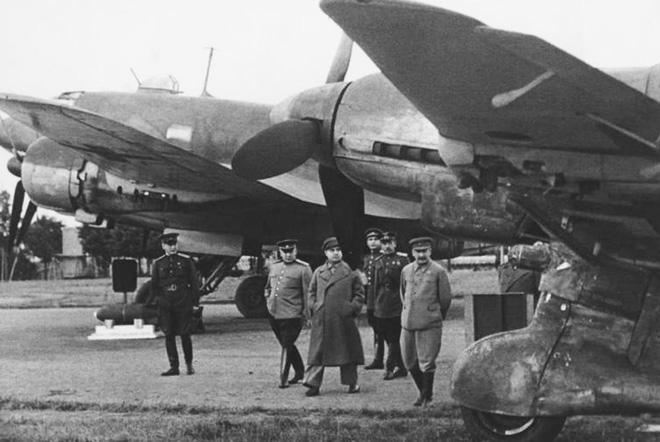 Bóc tách giai thoại về Stalin: Sự thật về đội vệ sĩ khổng lồ và lối sống không vật chất - Ảnh 1.