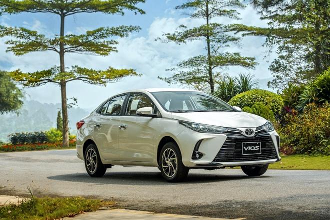 Mẫu xe quốc dân Toyota Vios giảm giá vài chục triệu vì tụt hạng: Đối thủ mạnh cỡ nào mà phải làm vậy? - Ảnh 1.