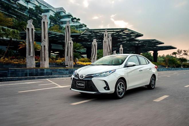 Mẫu xe quốc dân Toyota Vios giảm giá vài chục triệu vì tụt hạng: Đối thủ mạnh cỡ nào mà phải làm vậy? - Ảnh 2.
