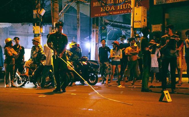 Truy đuổi k ẻ c ư ớ p giật, 2 cô gái v a c h ạ m với xe ô tô ở Sài Gòn
