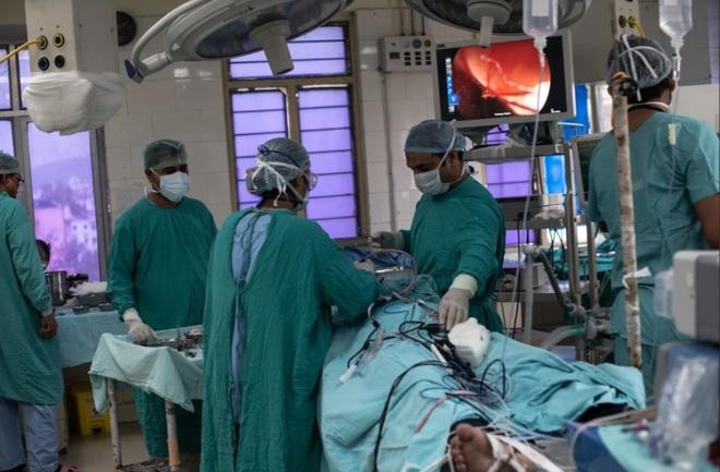 Dịch bệnh chết chóc mới khiến Ấn Độ gục ngã: 60% bệnh nhân phải cắt bỏ một phần khuôn mặt - Ảnh 4.