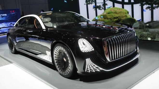 Ô tô Trung Quốc lắp hẳn đèn chùm như khách sạn 5 sao, quyết vượt mặt Rolls Royce có bầu trời sao - Ảnh 1.