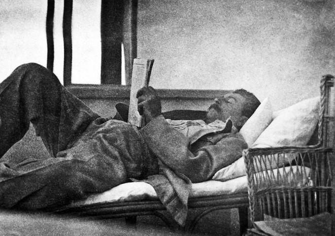 Bóc tách giai thoại về Stalin: Sự thật về đội vệ sĩ khổng lồ và lối sống không vật chất - Ảnh 5.