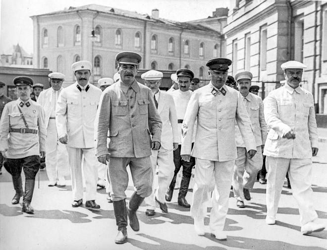 Bóc tách giai thoại về Stalin: Sự thật về đội vệ sĩ khổng lồ và lối sống không vật chất - Ảnh 6.
