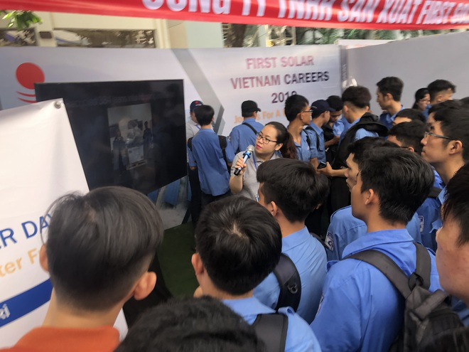 NÓNG: Học sinh lớp 8 ở TP.HCM dương tính COVID-19; Trong hôm nay, Việt Nam có 407 ca COVID-19 - Ảnh 1.