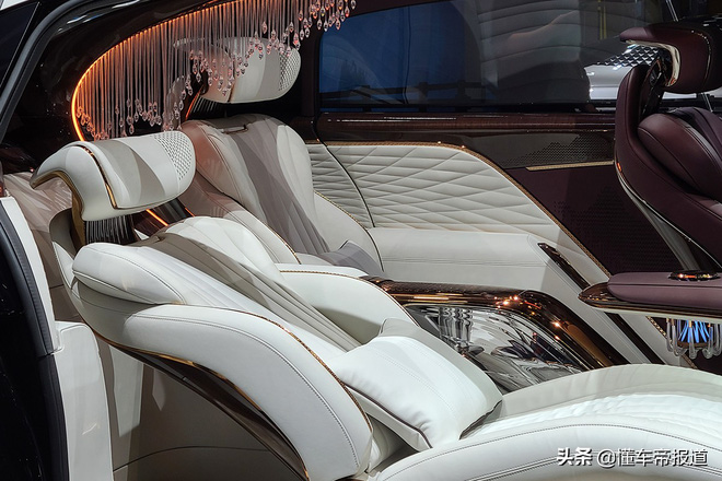 Ô tô Trung Quốc lắp hẳn đèn chùm như khách sạn 5 sao, quyết vượt mặt Rolls Royce có bầu trời sao - Ảnh 4.
