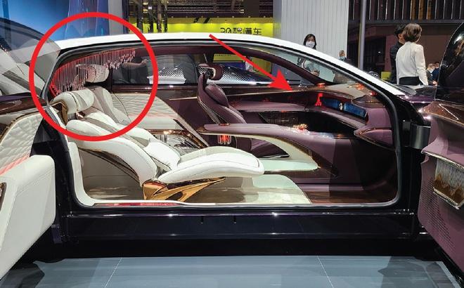 Ô tô Trung Quốc lắp hẳn đèn chùm như khách sạn 5 sao, quyết vượt mặt Rolls Royce có 'bầu trời sao'