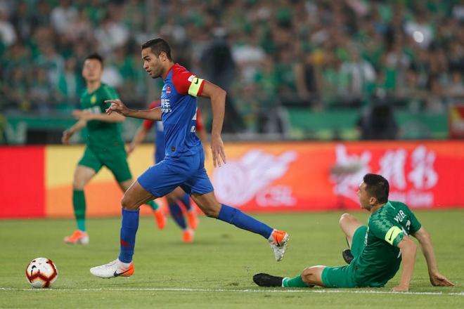 Tiền đạo nhập tịch cạ cứng Neymar của đội tuyển Trung Quốc đáng sợ cỡ nào? - Ảnh 1.