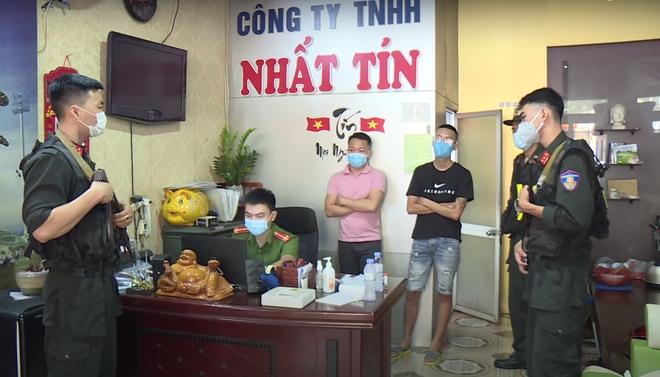 Phá đường dây cho vay nặng lãi hơn 500 tỷ đồng núp bóng doanh nghiệp ở Nghệ An - Ảnh 2.