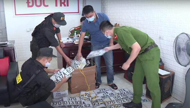 Phá đường dây cho vay nặng lãi hơn 500 tỷ đồng núp bóng doanh nghiệp ở Nghệ An - Ảnh 5.